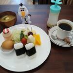 うみべのかふぇ 露 - 料理写真:おにぎりモーニング650円(ドリンク代+200円)