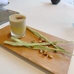 156078683 - 恵味ゴールドのスープ、焼きとうもろこし