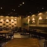 グイットーネ - 【Restaurant floor】テーブルとカウンター席の全44席。着席空間でゆっくりと本格料理をお楽しみください。