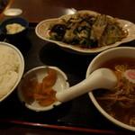 八福 - レバニラ+ミニラーメン