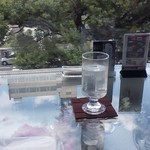 杯杯天山閣 - 窓際のカウンター。
