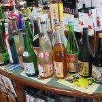 Sakamotoyasakaten - 試飲コーナーその1 色々試飲用の酒が置いてあります。