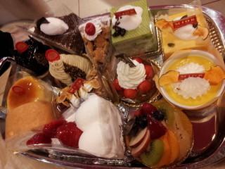 ミオール - この中からケーキを選びます!