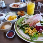 川崎日航ホテル カフェレストラン「ナトゥーラ」 - サラダなど