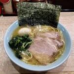横濱ラーメン あさが家 - ラーメン770円味濃いめ油多め。海苔増し150円。