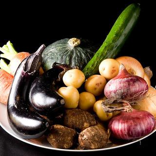 糸島産の新鮮な野菜やフルーツを使用しています。