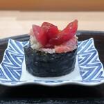 Kitahamasushiyamano - トロといぶりがっこの巻寿司