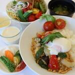 野菜レストラン ショウナン - ガパオライス(サラダバー、スープ、味噌汁、デザート食べ放題付)