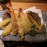 15614962 - 上天ぷら膳¥1600の天ぷらのアップ 豊富!