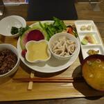 繭久里カフェ - バーニャカウダ風ランチ