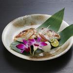 Sushi&Bar 琴 - 記念日コースの焼き物真鯛の兜焼き(※仕入れの状況により、お写真と内容が異なる場合がございます。お問い合わせ下さい)