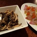 15615936 - 平茸しめじの生姜風味マリネ、ショッコのカルパッチョ(2012/10/31撮影)