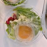 とんかつカンティーヌ ゆめみるこぶた - オープンサンドとセットのサラダ
