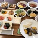 ホテル華乃湯  - 料理写真:種類が豊富な朝食
