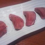 黒毛和牛・生ホルモン まうん - 厚切り上塩タン(1500円)