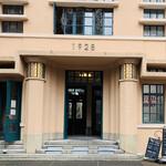 アンデパンダン - 1928ビル(旧大阪毎日新聞社京都支局ビル)玄関