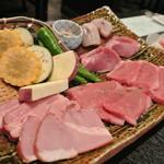 15618712 - 炙り焼き:飛騨ベーコン・飛騨牛・飛騨けんとん豚・フグ・季節の野菜