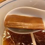 らぁ麺 ふじ松 - メンマが以前の穂先メンマからしっかり味のついた極太メンマに変わっていた