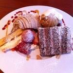 15619750 - アソートセット:3種のケーキ盛り