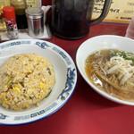中華飯店龍 - 料理写真:炒飯+小ラーメン 730円!