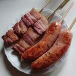 トンデンファーム - 炭焼きベーコン串 200円 /本 炭焼ソーセージ 250円/本