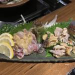 kyoudoryourikurobutashabunabezousuihachiman - 地産鳥の刺身盛り 時価1680円