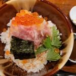海鮮丼 とろ作 - 料理写真: