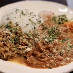 カリーみよし - ココナッツミルクチキンカリーと鶏キーマ豆カリー(2種あいがけ)