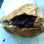 丸子峠鯛焼き屋 - 中身は餡がタップリ。 甘すぎず美味しいアンコ。