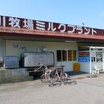 15624745 - ミルクプラントに併設された売店。