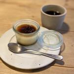 カレーのアキンボ - 八丁味噌プリンとコーヒー