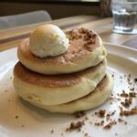 メレンゲ - ホイップバターパンケーキ3枚200円