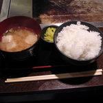 狸狸亭 なにわ元町 - 2009年8月撮影。セットのご飯と味噌汁。