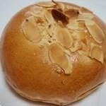 食パン工房 - クリームパン 110円
