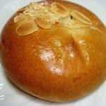 食パン工房 - 紅茶クリームパン 110円