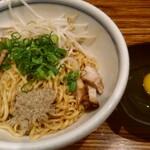 麺鮮醤油房 周月 - 油そばと生卵