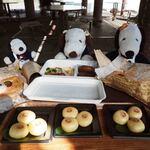 上野動物園 バードソング - 園内ではいつも竹皮パンダ弁当が定番なんだけど、今回はぬぬちゃんとちびつぬはぞうさん弁当にしたよ。ぬぬ「美味しそうだなあ、、、」