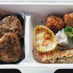 上野動物園 バードソング - ボキは、おにぎりランチBOX680円。焼きおにぎり、グラタン、からあげ、焼売、ブロッコリー、かきあげ。いろいろ入ってて美味しかったよ~♪