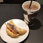 &Co. - フルーツあんクロワッサン+あずき茶