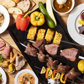 いろいろな肉が食べ放題♪シュラスコ料理&ビュッフェ