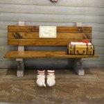 ババ・ガンプ・シュリンプ 東京 - バス停のベンチ(風)♪