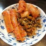 博多ラーメンのんぶー - トッピングから、辛子高菜、辛子メンマ、カクテキ(大根のキムチ)を取り分けました。