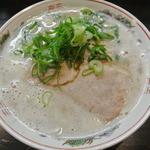 博多ラーメンのんぶー - 久留米ラーメン。スープの表面は泡だらけです。