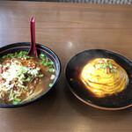 台湾料理 八福 - 料理写真:激辛台湾ラーメンと天津飯のセット