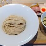 156324082 - 宍道湖しじみつけ蕎麦(醬油) 1,500円、味玉 150円 ♪