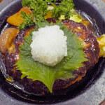 GRILL1930 つばめグリル - 和風ソースと大根おろしであっさりといただきます。  ちびつぬ「これが食べたかったの~美味しい!!」