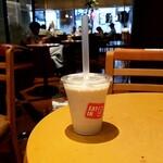 エクセルシオールカフェ - プロテインミルクスムージー~バナナキャラメル~:480円 (2021/08)