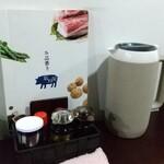 塩川屋 - 料理写真:テーブル席上の調味料他達!