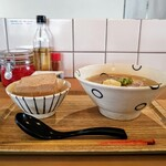 島豆腐と、おそば。真打田仲そば - 器もシンプルながらもあたたかみがあって素敵です(^^)d