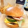 淡路島バーガー - 料理写真:チェダーチーズアボカドバーガーセット、ドリンクはビールで1,720円✨具材は小さいながらも醤油ベースのソースが野菜とパティをまとめてくれてバランス◎。レタスだけは、フリルでもサニーでもない玉レタス?!